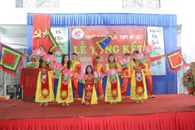 Đức Phúc đóng vai học sinh cá biệt dự lễ tổng kết năm học trường Mỹ Việt - Ảnh 3.