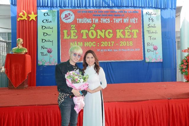 Đức Phúc đóng vai học sinh cá biệt dự lễ tổng kết năm học trường Mỹ Việt - Ảnh 7.